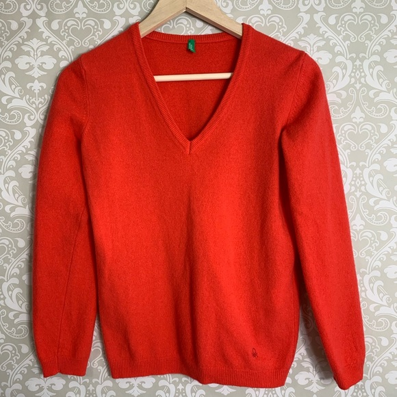 7ee6471c8dd44 United Colors of Benetton wool V neck sweater.